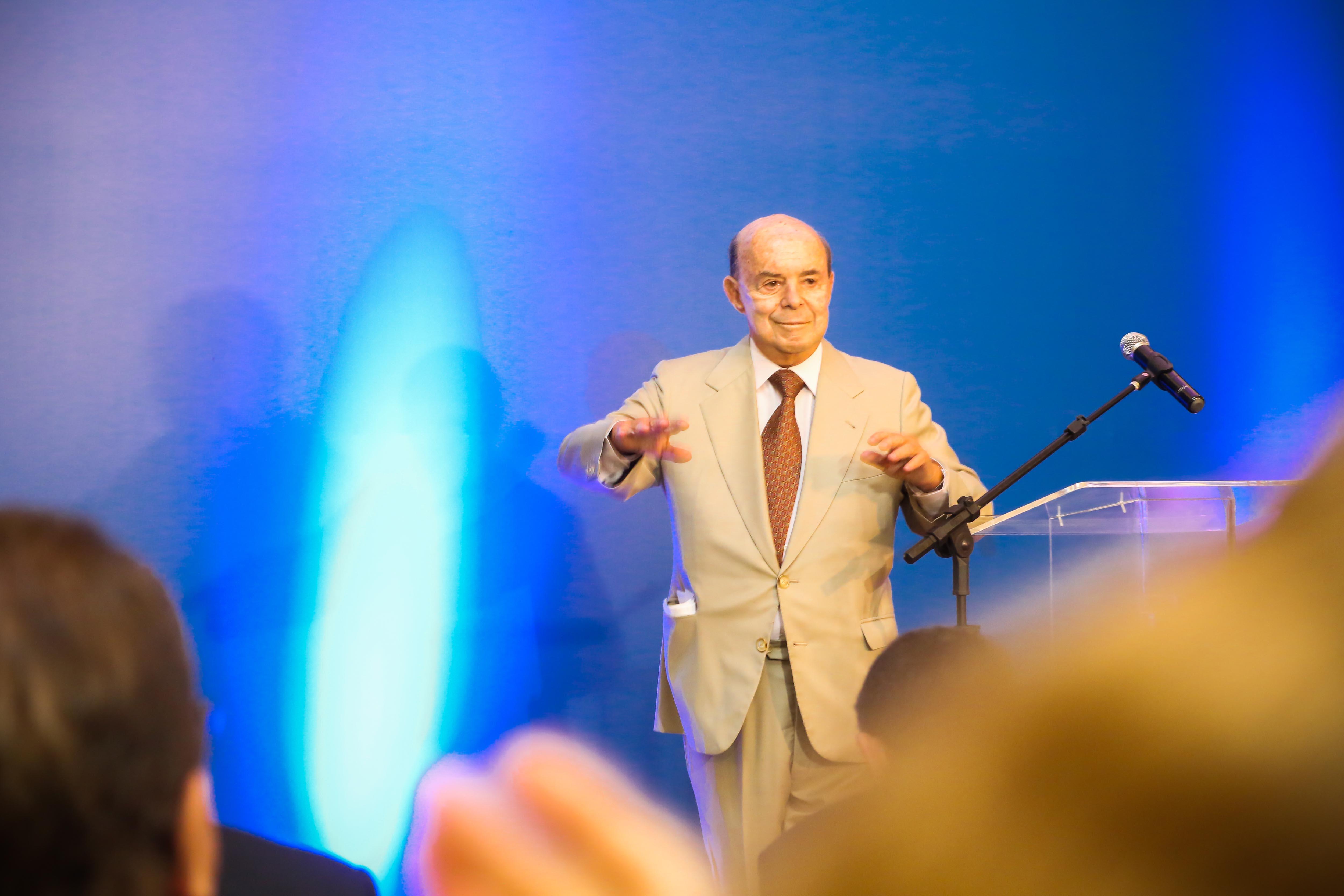 Francisco Dornelles espera conseguir uma economia de R$ 1 bilhão por ano com as medidas (Foto: Shanna Reis)
