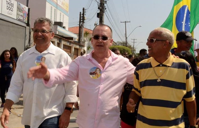 Para a Justiça Chiquinho (centro) ostenta patrimônio incompatível com o que deve (Foto:Reprodução/Facebook)