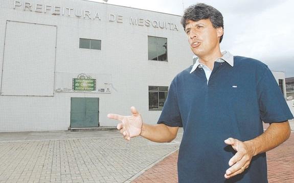 Gelsinho saiu devendo três meses de salário aos servidores, mas tratou de garantir o da Coopsege