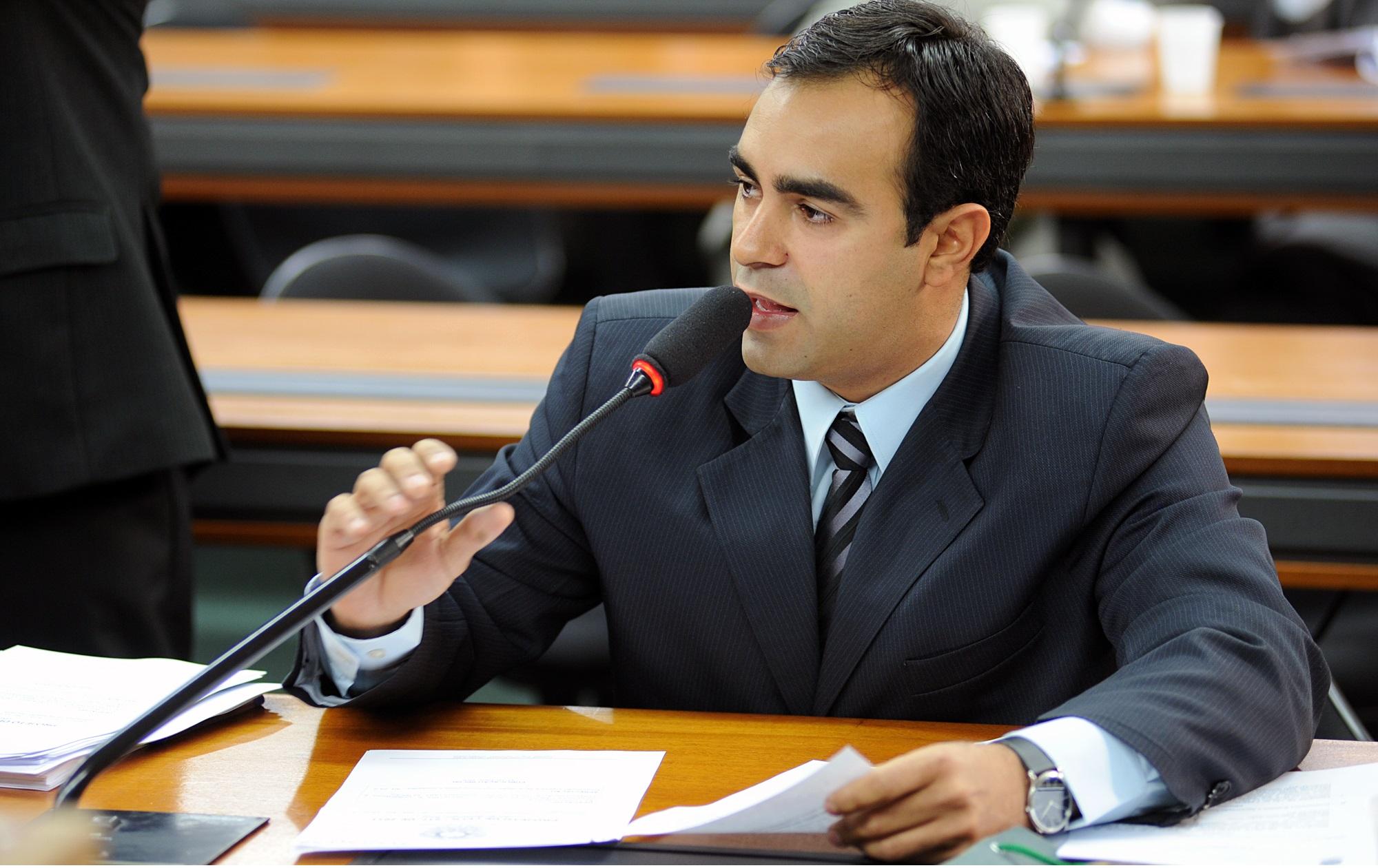 Felipe Bornier é o único representante da Baixada Fluminense que votou contra o presidente Michel Temer