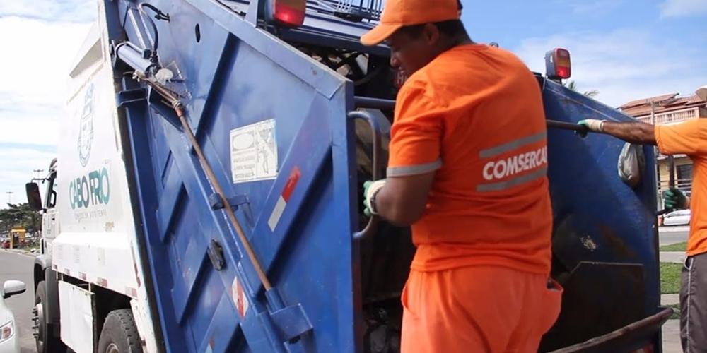 A coleta de lixo custou mais de R$ 17 milhões em seis meses. Contrato sem licitação (Foto:Divulgação/PMCF)