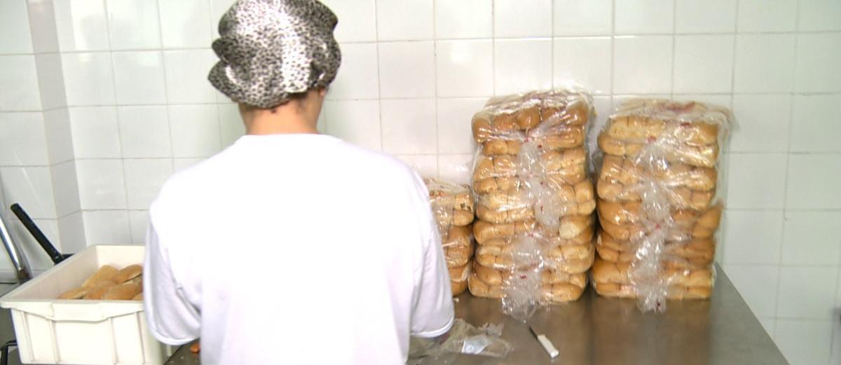 Em outubro de 2015, a Home Bread foi acusada de fornecer apenas sanduíches numa escola de Mesquita